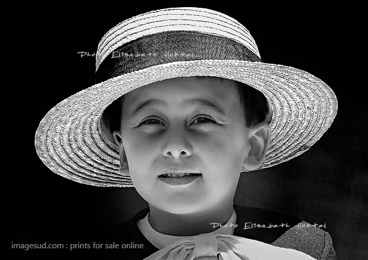 Portrait of a kid withe a big hat, bw photography