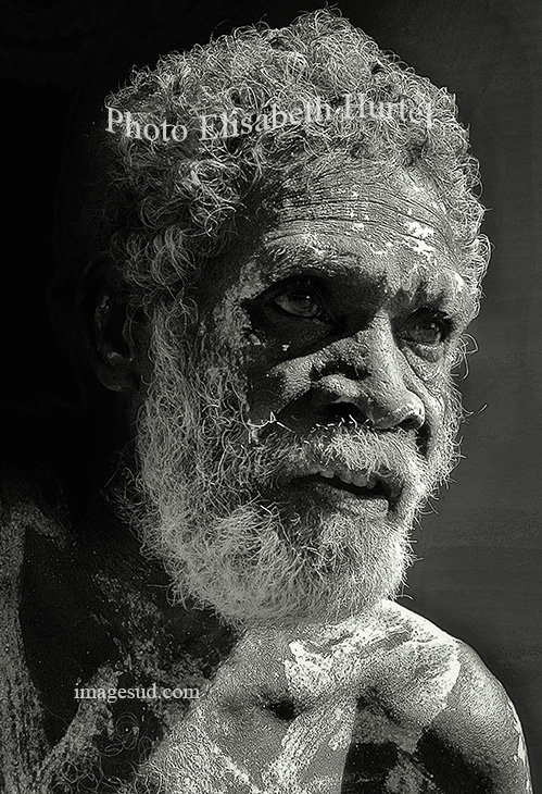 Old aborigine australiaportrait black and white