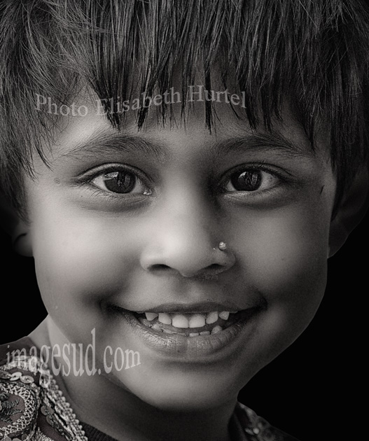 Nepalese smile, kid portrait bw