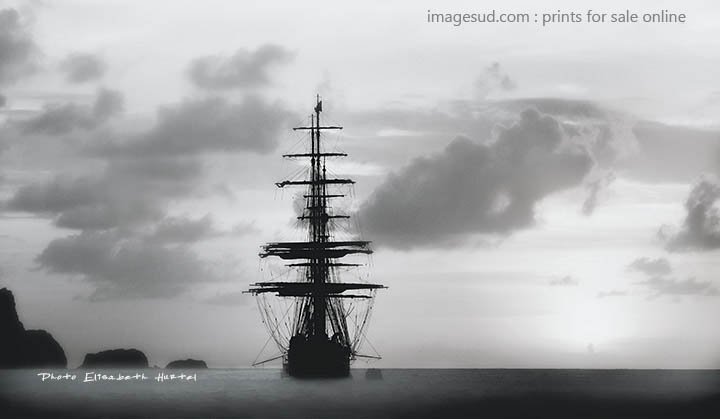 Sea and boats : tall ship, photography black and white