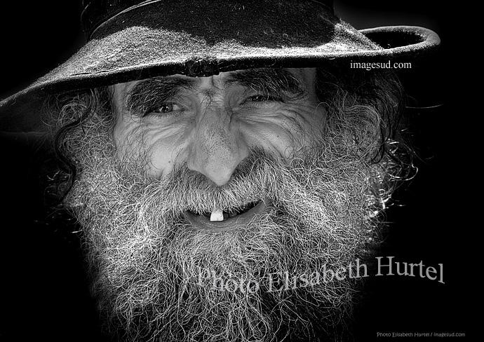 Hombre viejo, retrato en blanco y negro