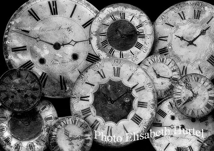 El paso del tiempo, relojes antiguos, fotografia en blanco y negro