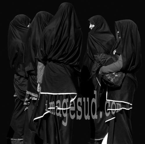Groupe de femmes berbères en habits traditionnels, Maroc
