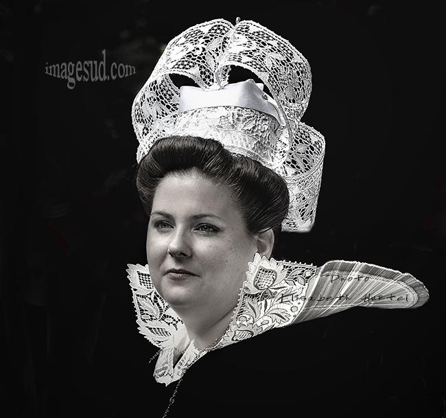 Femme en coiffe bretonne