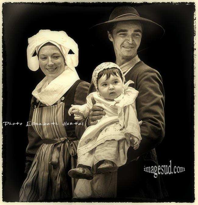 Photo vintage : couple breton en costume traditionnel