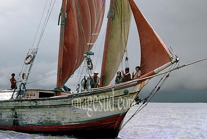 Photographie de mer et de bateaux : goélette de charge sous voiles