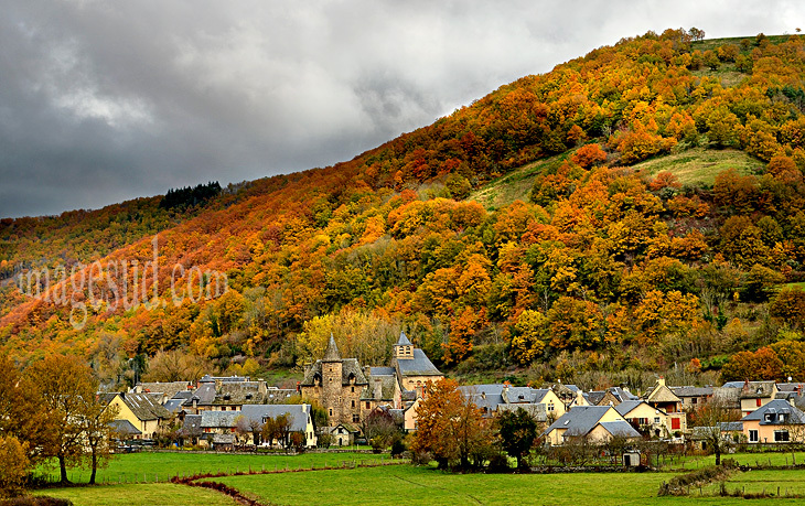 un-de-plus-beaux-villages-de-france-automne