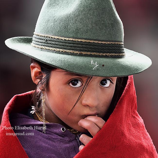 Petite fille timide des Andes