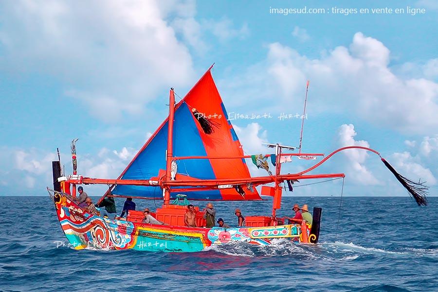 Bateau traditionnel de pêche sous voile en Indonésie, tirage XXL pour déco murale