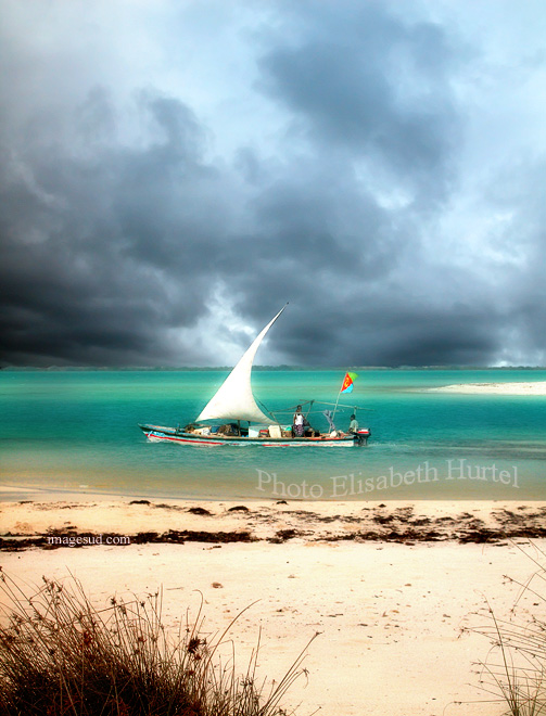 L'orage approche , petit lagon de la Mer Rouge en Erythrée