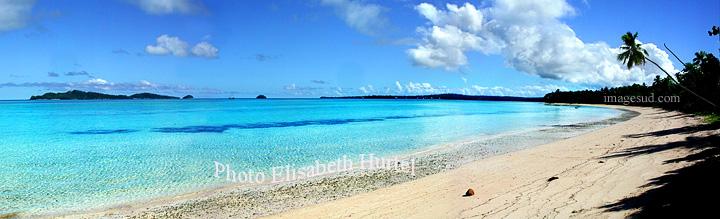 Panoramique haute résolution d'une plage tropicale d'une île du Pacifique Sud