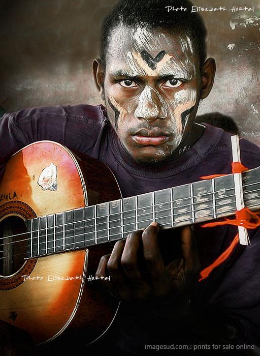 Portrait de jeune garçon avec une guitare, Vanuatu