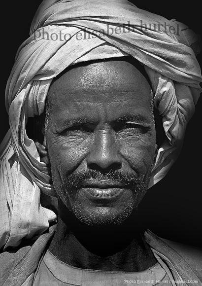 Portrait d'un nomade du désert, Soudan, photo d'art noir et blanc