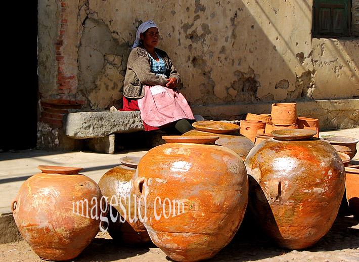 Poterie des Andes, artisanat indigène, scène de rue, Bolivie, Amérique du sud