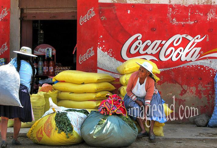 Coca Cola, scène de rue en Bolivie