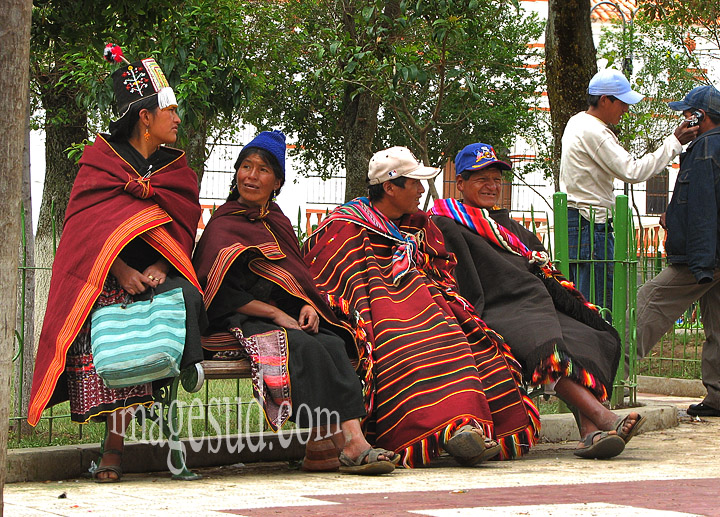 Bolivie : Dans le square de Tarabuco, vie quotidienne en Bolivie