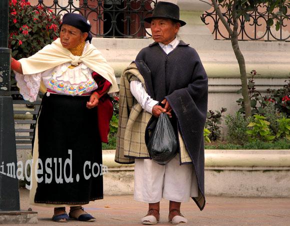 Vieux couple d'indiens des Andes en costume traditionnel, Andes du Nord en Equateur, Amérique du Sud