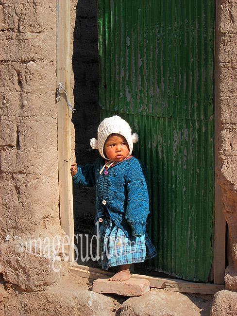 Enfant des Andes, village de l'altiplano, Bolivie