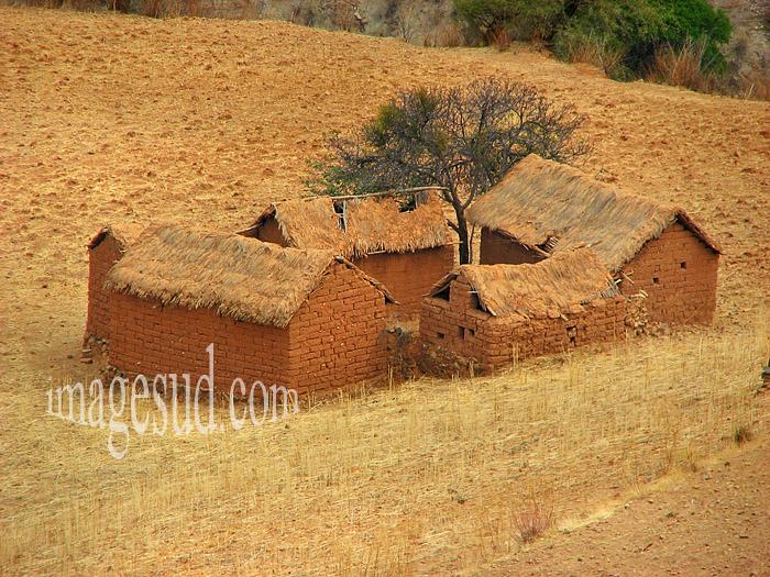 Exode rural en Bolivie : petite ferme abandonnée, altiplano des Andes, Bolivie
