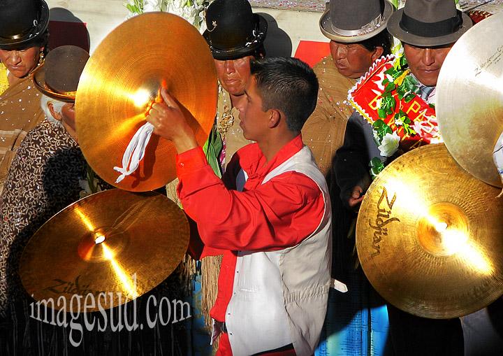 Bolivie : cymbales, fanfare de carnaval