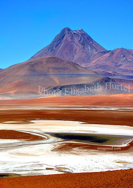 Bolivie : nature et paysages : salar et volcan de l'altiplano des Andes