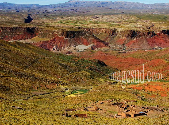 Paysage et village des Andes, Bolivie