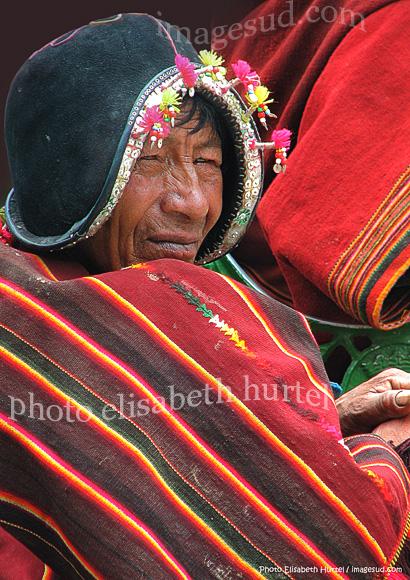 Bolivie : Portrait d'un Indien de Tarabuco avec sa montera