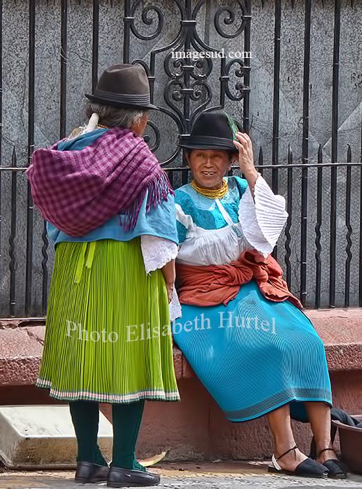Rencontre, femmes d'Equateur. 2 women in Ecuador.
