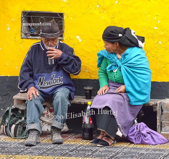 Petite pause Coca Cola, scène de rue en Equateur. Ecuador street scene