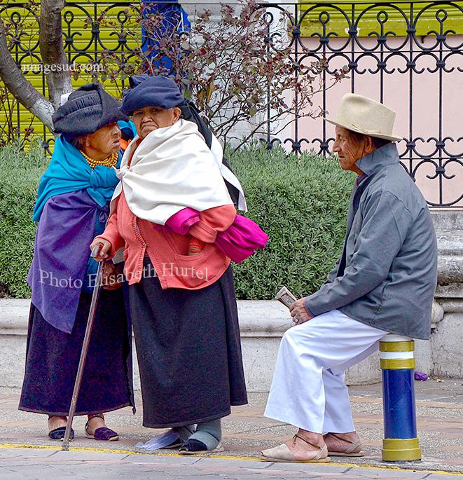 Scène de rue en Equateur, Street scene in Ecuador.