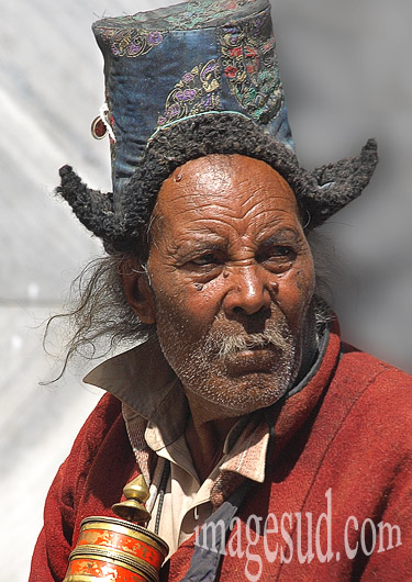Portrait d'un homme du Ladakh avec le chapeau traditionnel, Ladakh, Inde