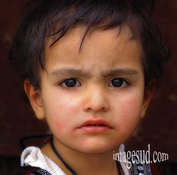 Portrait d'une petite fille du Cachemire