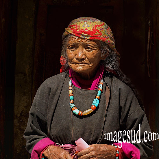 Portrait de femme du Ladakh  en habits traditionnels